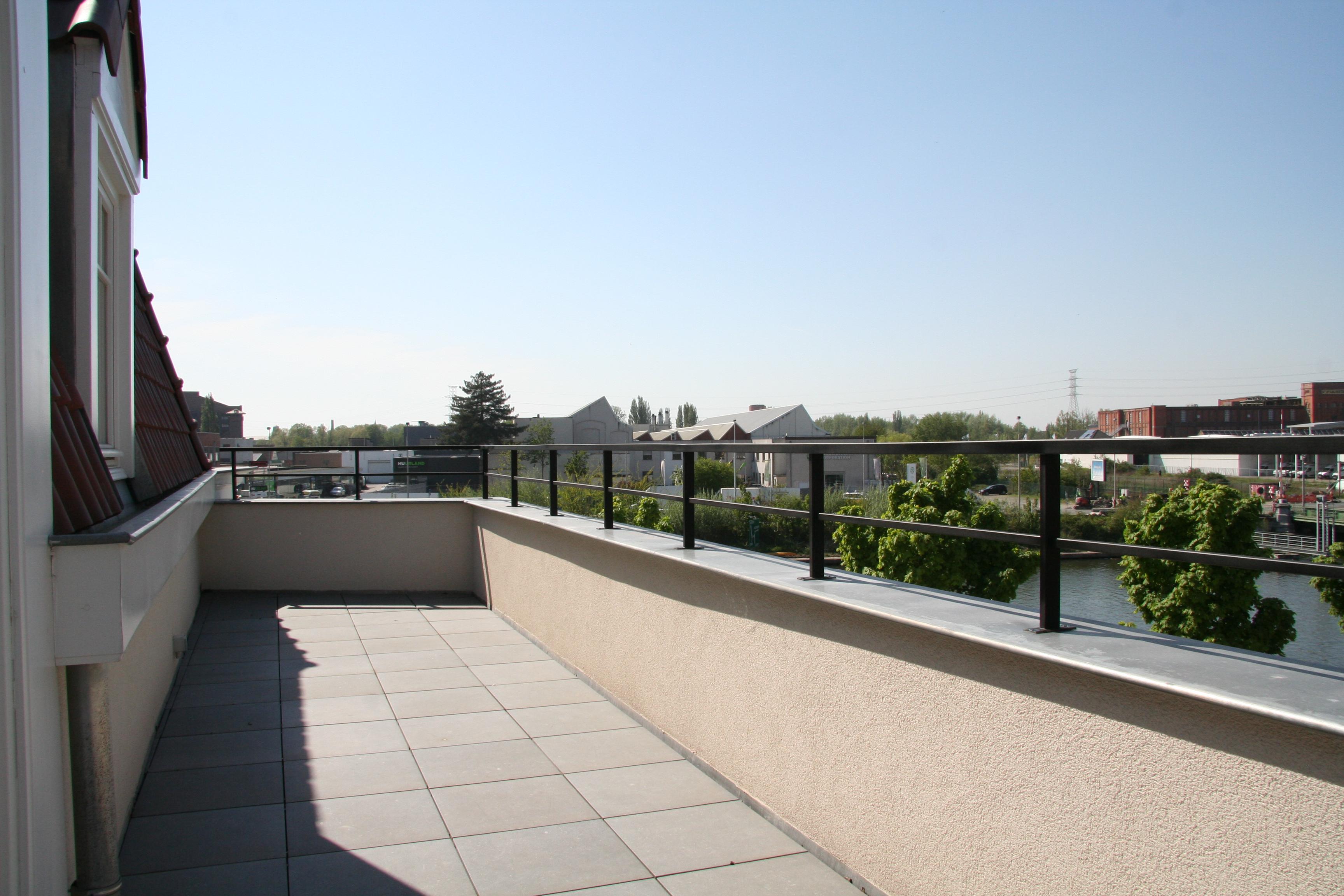balkonafsluiting inox, zwart gelakt. De Veirman Constructies Gent